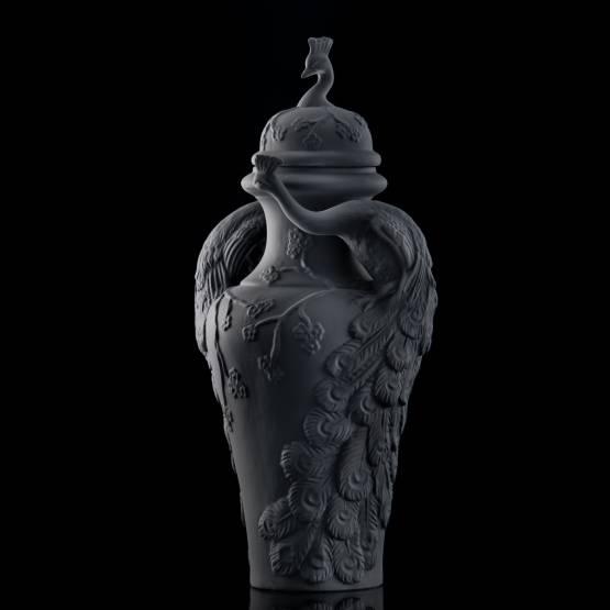Objets de Luxe ❖ Lidded vase Peacock, black